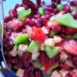 Kidneybønne salat med sprø topping